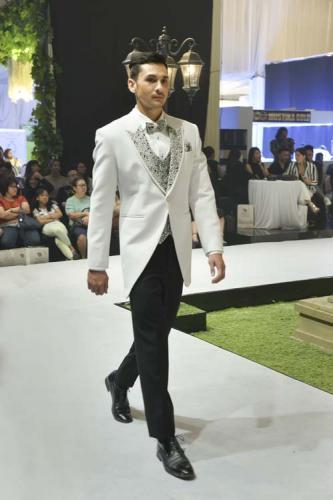 Model Jas Pernikahan Tailcoat White